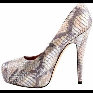 Vince Camuto NWOT Korsi snake skin platform pumps.